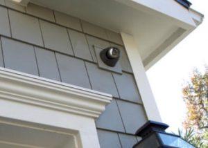 كاميرا مراقبة خارج المنزل