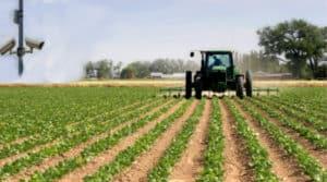 مراقبة الجرارات والعاملين فى المزرعة
